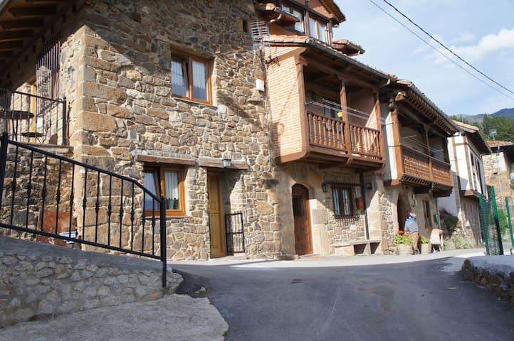 Pumareña, la Casita Vieja bij de Picos de Europa - Cobeña - Casa