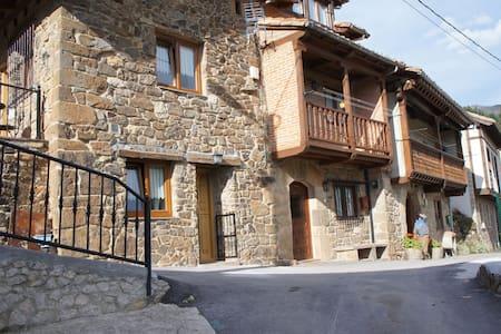 Pumareña, la Casita Vieja bij de Picos de Europa - Cobeña