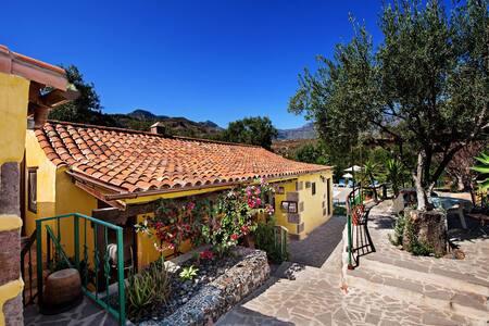 Bohemian Hideaway, El Pajar rural retreat
