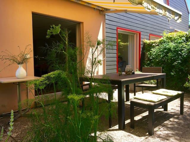 Villa avec jardin proche du centre d'Yverdon - Yverdon-les-Bains - Huis