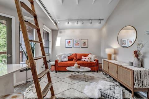 Designer 1 Bedroom Downtown Boulder w Views-30 day