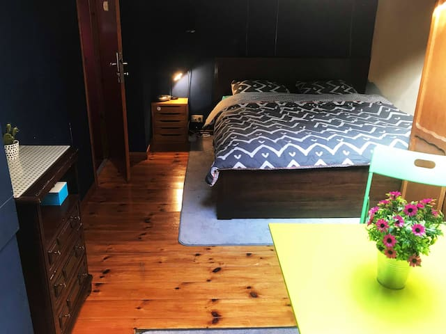 Private room in Ghent near station and Flixbus