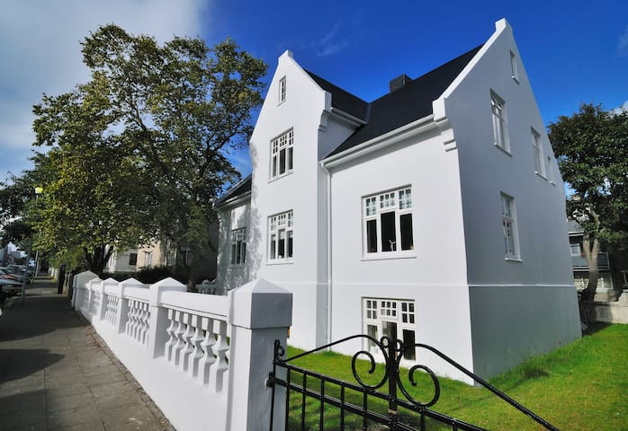 Reykjavik's no. 1 Villa in the heart of down town