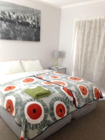 Twin/King Room - Newly Refurbished
