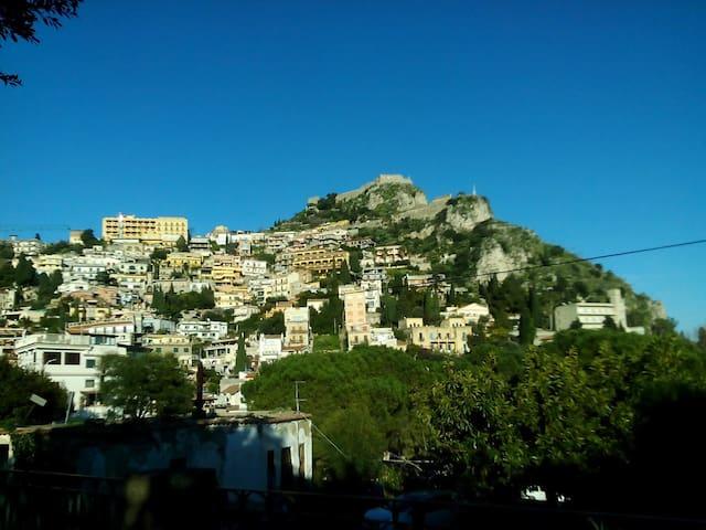 Casa a Taormina centro :)))
