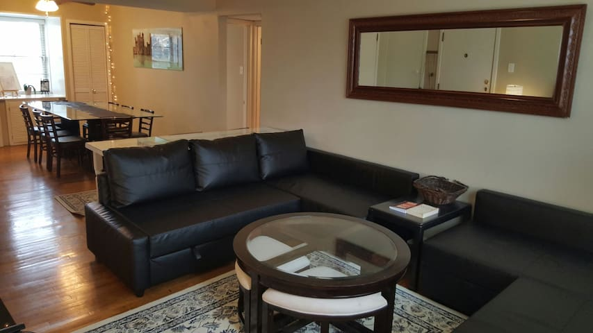 Location, location, location! - Clayton - Appartement