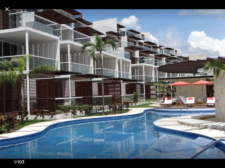 BRAND NEW (2017) Terrazas Complex, 3rd floor condo with 3 georgeous pools and gym on your doorstep facing the 7th hole of the beautiful Riviera Maya Golf Course