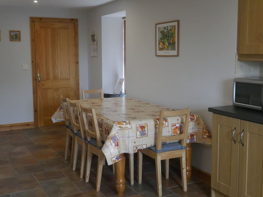 Enjoy meals together in the spacious kitchen & dining room