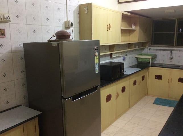 240 L New Samsung Frost Free Fridge , Microwave .  Indane Gas, Bread Toaster, Mixie , Modular Kitchen Area 18 x 7, cooking  vessels , Strictly for Vegetarians