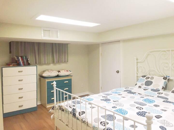 万锦最便宜整层两个房间独立卫生间独立出口的大套房