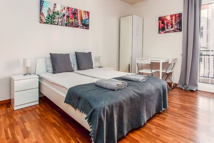Room for 2 people with balcon near Sagrada Familia