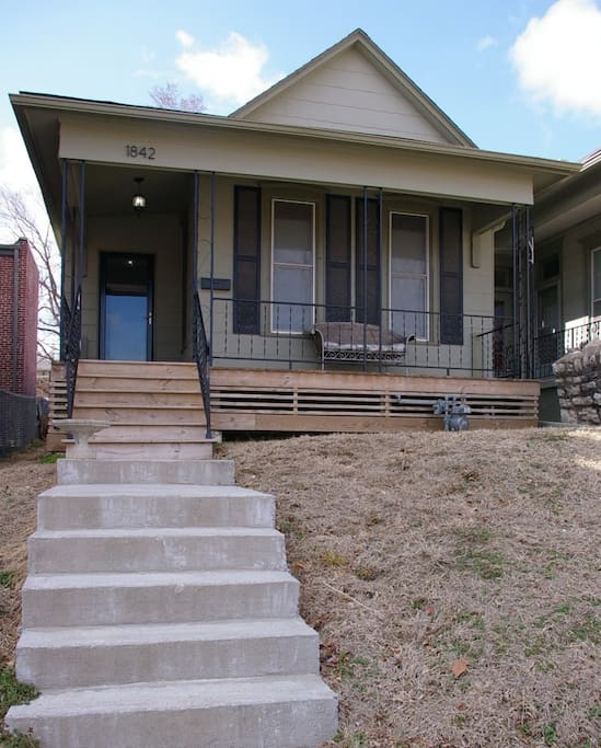 Cool bungalow with city view houses for rent in kansas city missouri united states for 4 bedroom houses for rent in kansas city mo