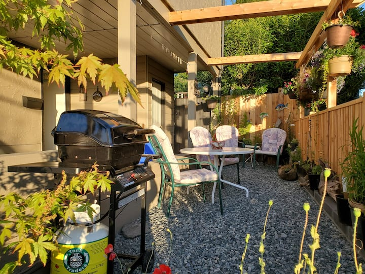 Private suite, self check-in, BBQ & outdoor space