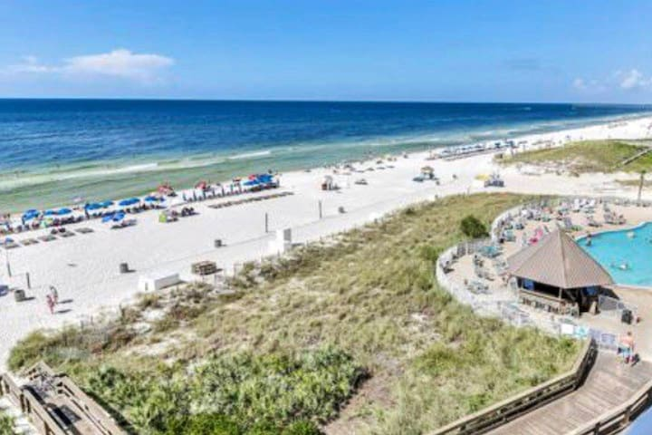 Beautiful Beach front get away w/ private Balcony