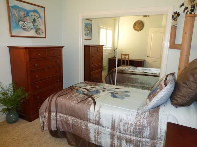 Blue Room / Redondo Beach House