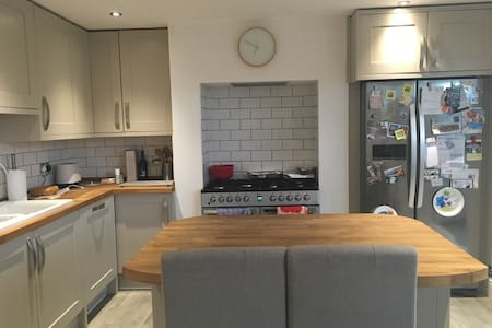 Private 3rd floor double room near Chester zoo - Upton - House