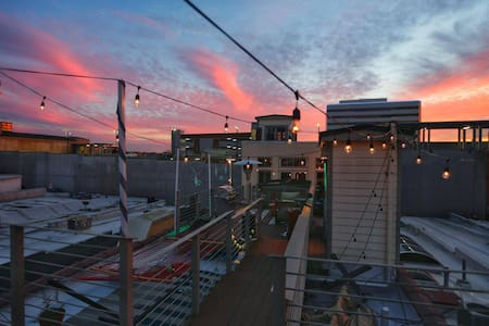 Loft with Rooftop Deck Overlooking Market Sqaure - Knoxville - Loft
