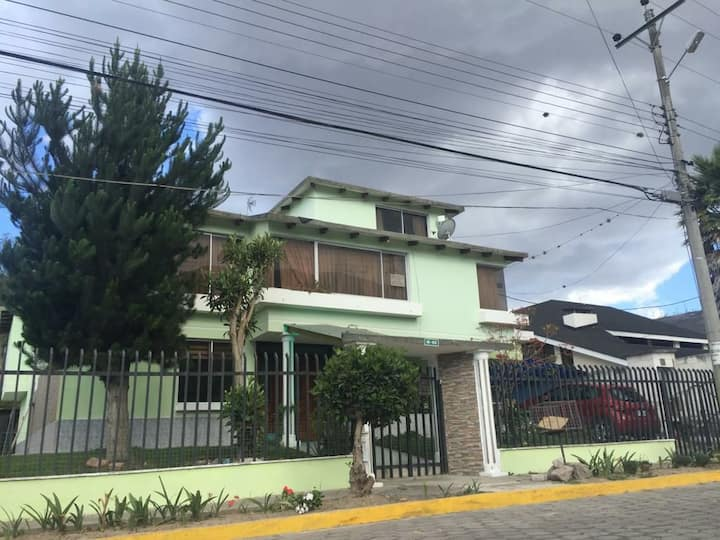 HUGE HOUSE MITAD DEL MUNDO TRANSPORTATION INCLUDED