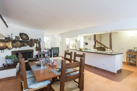 Lovely apartment in villa between sea&Coliseum