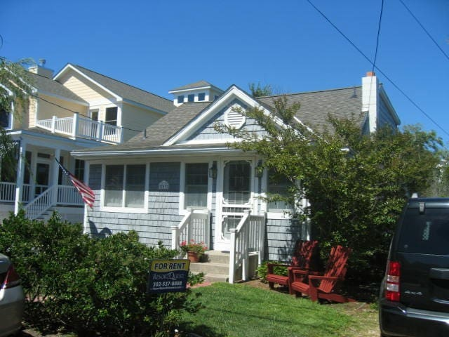 Charming Oceanside Cottage! EZ walk to Beach & Bds - Bethany Beach - Hus
