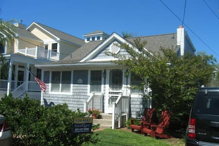 Charming Oceanside Cottage! EZ walk to Beach & Bds - Bethany Beach - Casa