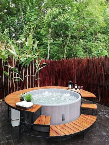 Ashton House Ranong Private House with jacuzzi 2