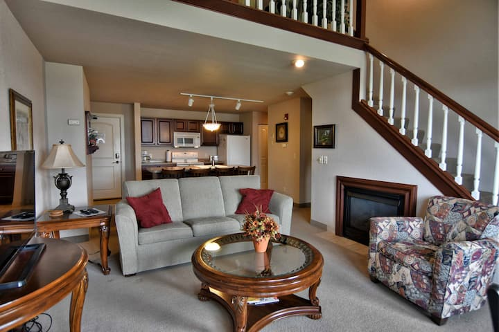 T317 Beautiful condo overlooking Tagalong Golf course on Red Cedar Lake
