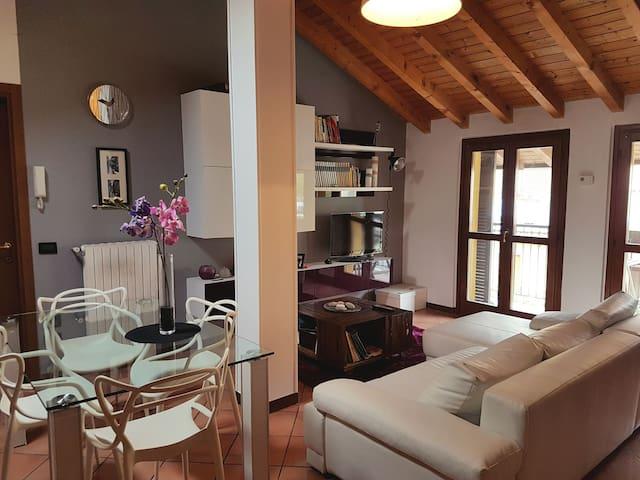 Accogliente mansarda comoda per Rho-fiera e Milano