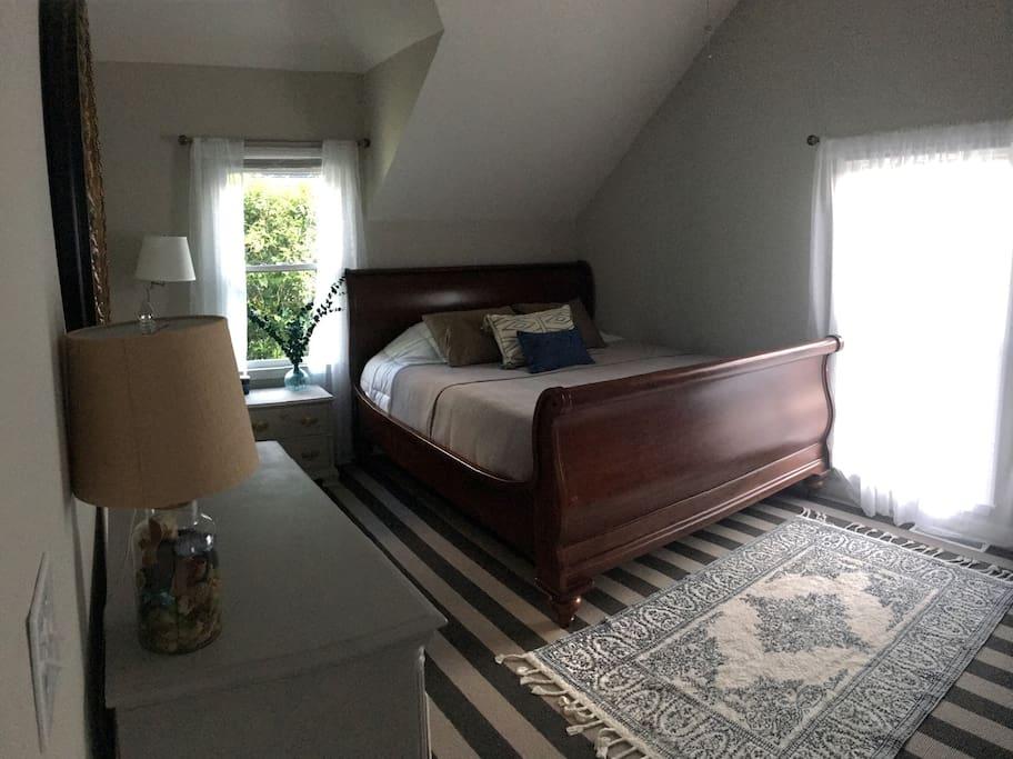 Master bedroom (Casper king sized mattress)