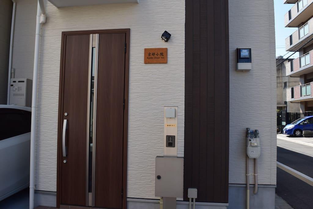 Front door 正面ドア 正门