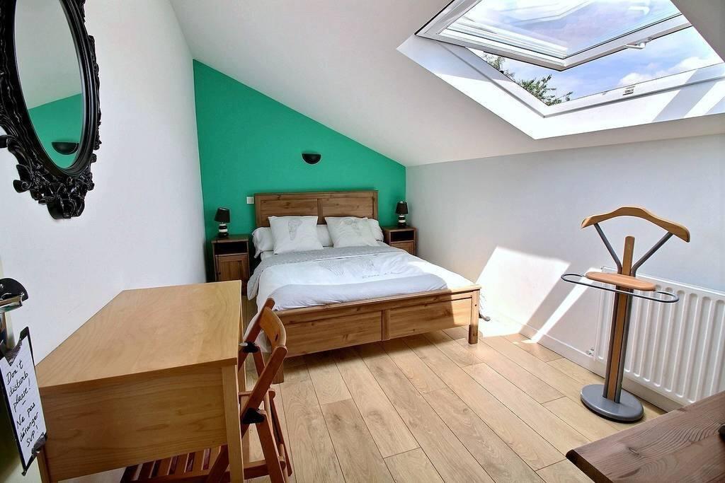 chambre parking frigo micro ondes chambres d 39 h tes louer plaisir le de france france. Black Bedroom Furniture Sets. Home Design Ideas