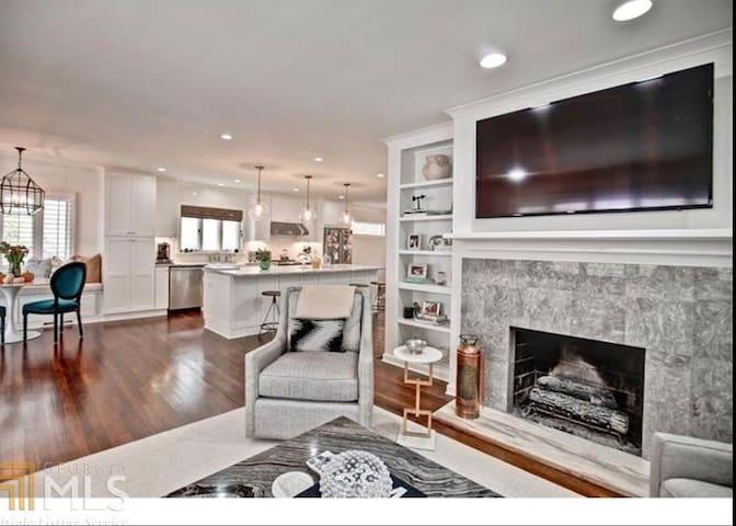 Modern Buckhead Home! Perfect for Super Bowl !!