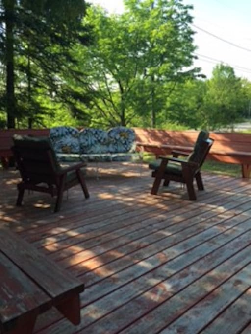 Front large deck. Nice privacy for morning coffee. Bench seating all around deck.