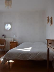 Chambre privée dans une maison individuelle.