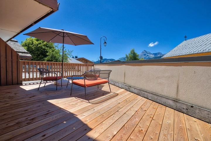 Appartement au coeur du village, avec grande terrasse et piscine dans la résidence.