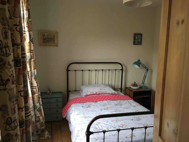 Small vintage double in family home. Nr hospital