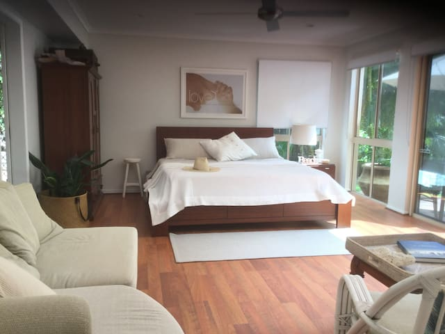 Elegant & Spacious with Private Pool & Garden - Buderim - Bed & Breakfast