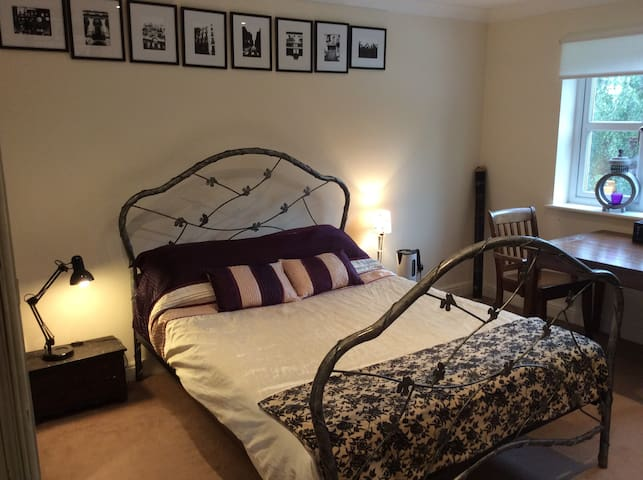High Lane, King Size Bed with Private En Suite