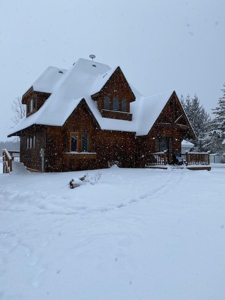 Gorgeous Cedar Cottage On The Lake, a true getaway
