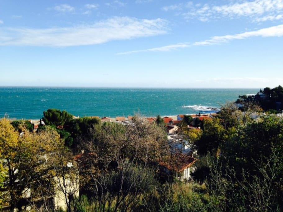 vue du petit village dominant la mer