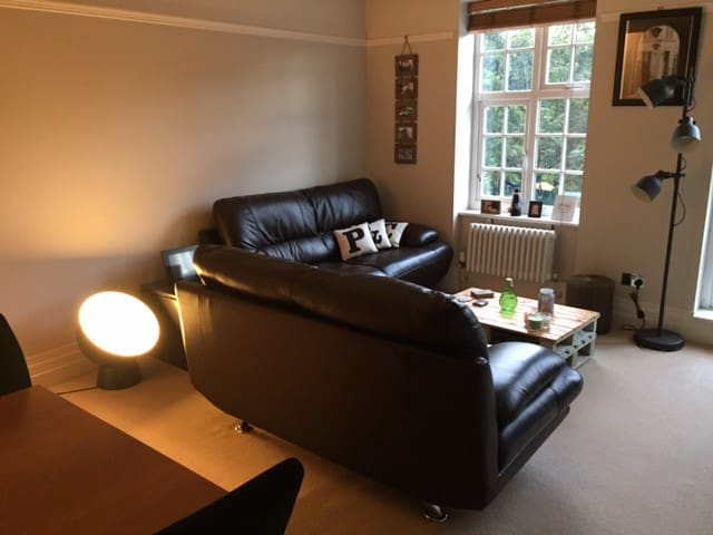 Moseley/Birmingham entire flat with free parking