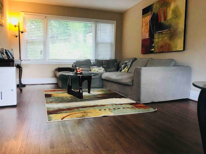 Cute 1BR bungalow walkable to bars and restaurants