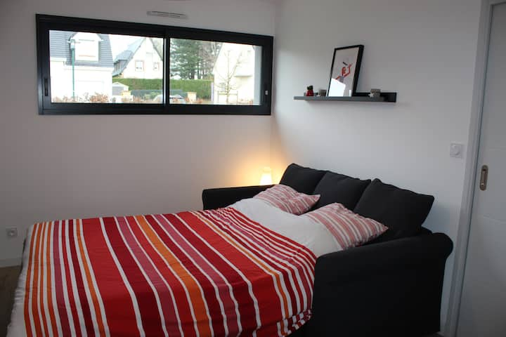 Chambre privée dans maison de 140 m2.