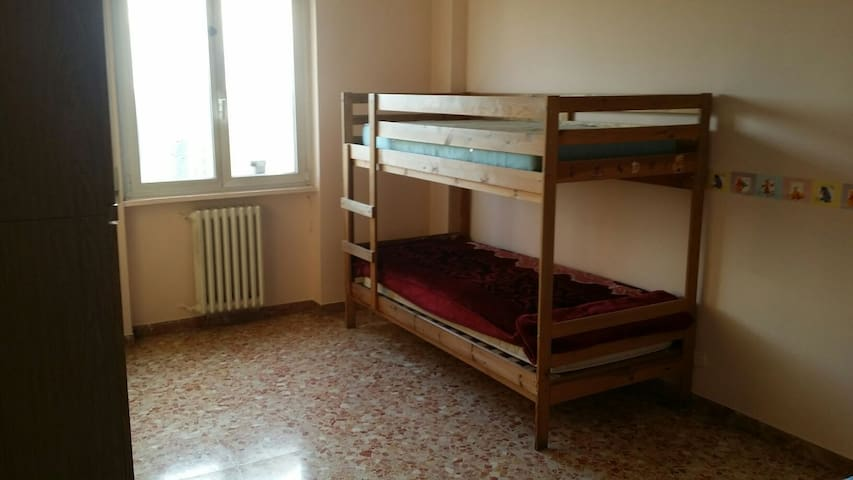 single bed for 10€ for the persone - Milano