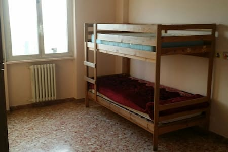 single bed for 10€ for the persone - Milano - Daire