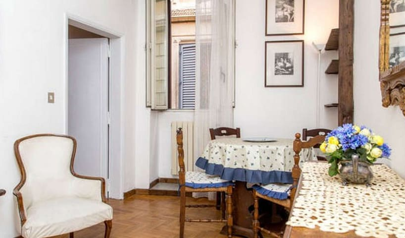 Amazing apartment in Roma w/ 1 Bedrooms and WiFi