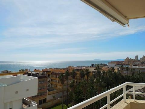 Apartamento en la Playa con vistas al Mar. Piscina