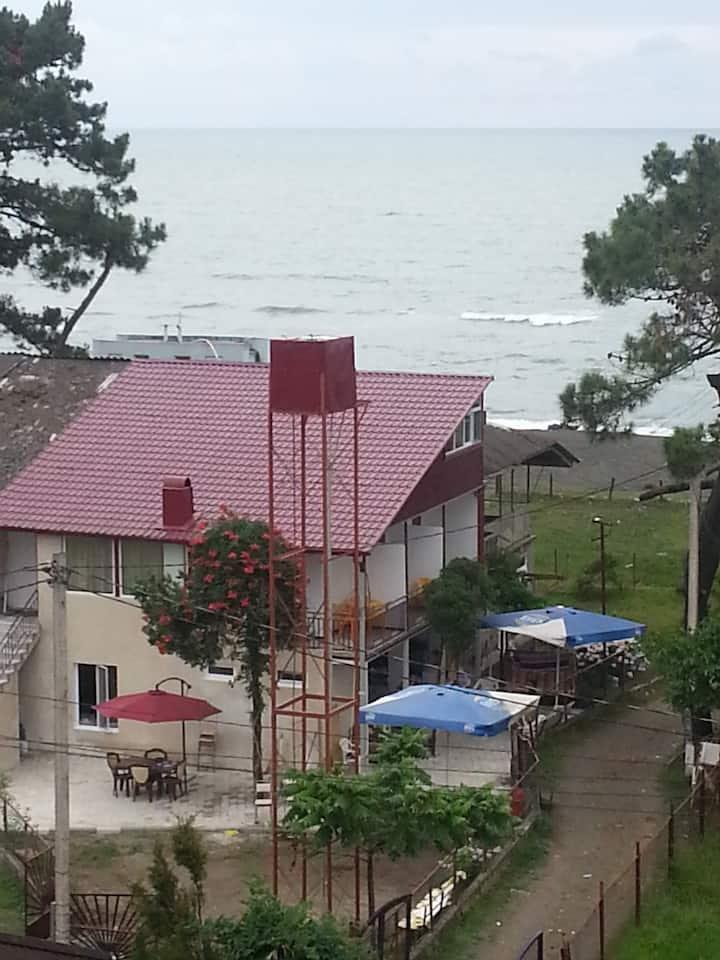 Ureki GuestHouse  номер с видом на море