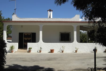 Beautiful villa set in stunning gardens with pool - Villa