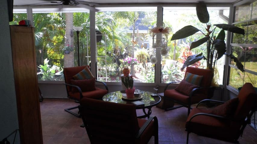 Quiet home - Safety Harbor - Appartement